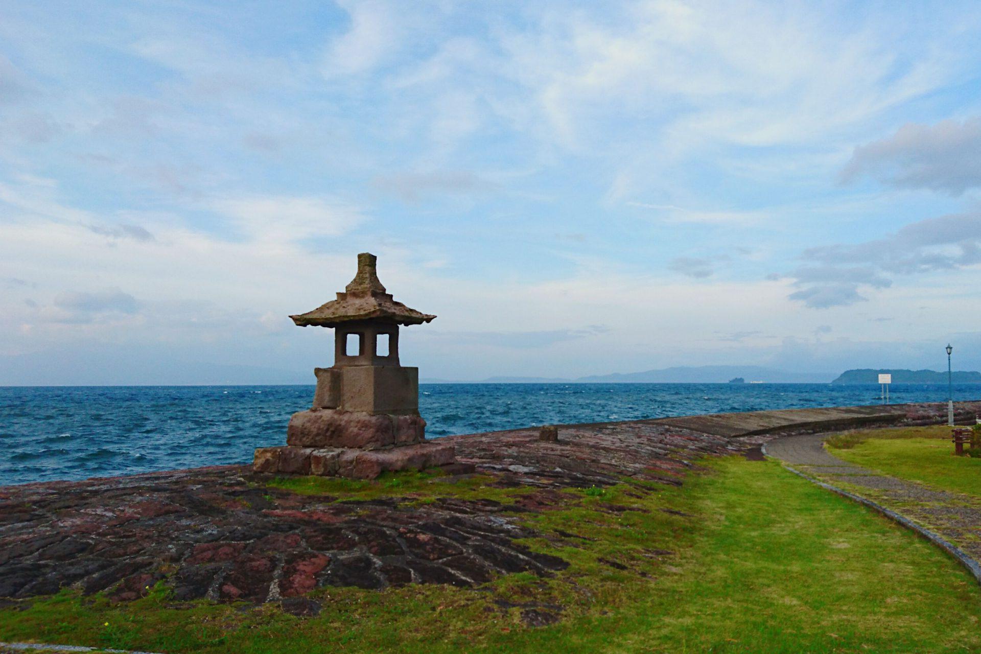 宮ヶ浜港防波堤:江戸末期に造られた防波堤は風情の良い公園に