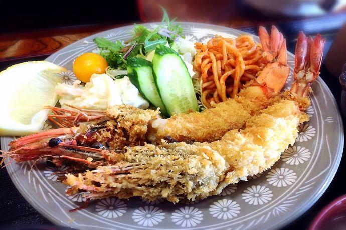 【南さつま市】越路浜食堂:地元民おすすめの定食屋!特大海老フライに感涙