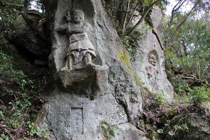 清泉寺跡:聖徳太子が師事した僧が彫った1500年前の磨崖仏がこんなところに!