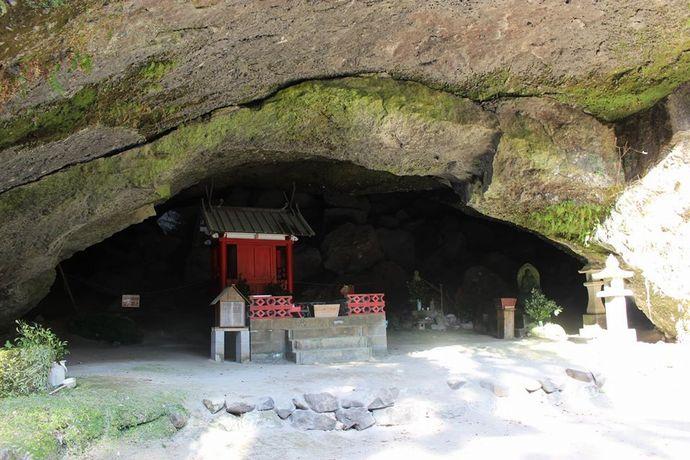 黒川洞穴:縄文時代から現代にいたる太古の洞穴