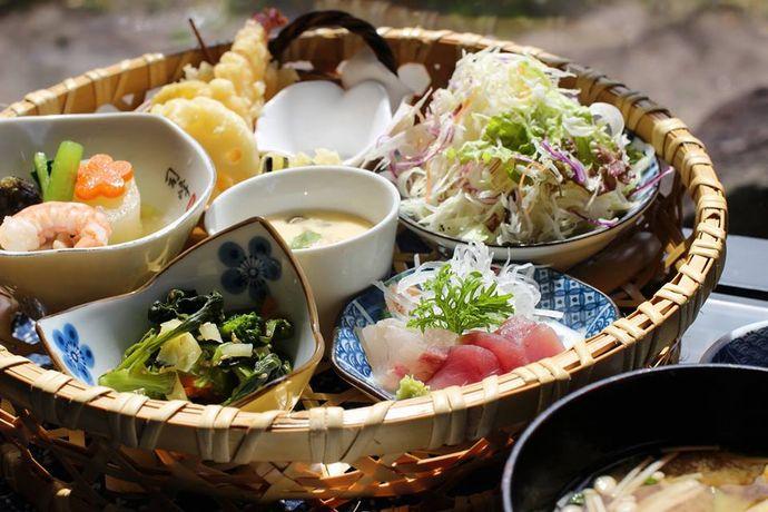 古民家で昼ごはん 梅里:篤姫ゆかりの今和泉でゆったりと