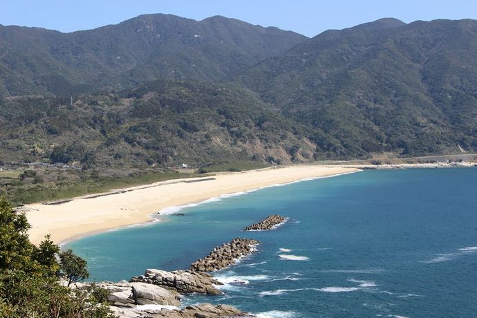 岸良海岸:白い砂浜と手つかずの自然の美しさに驚く!【肝付町】