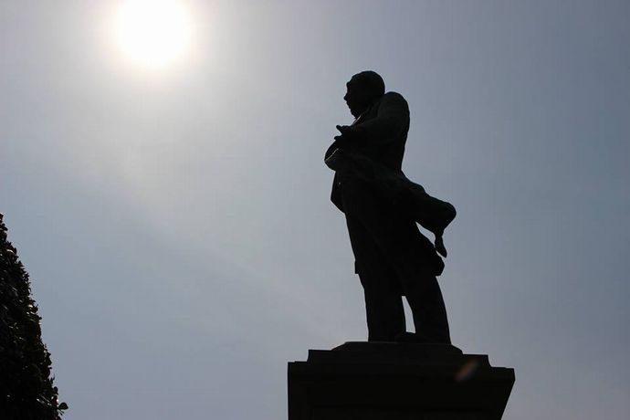 鹿児島中央駅からすぐの場所にある大久保利通像