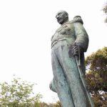 錦江湾を望む東郷平八郎像
