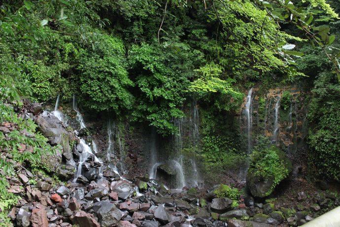 千滝:霧島神宮そばにある地下水の滝