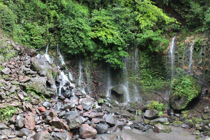 霧島の珍しい滝である千滝