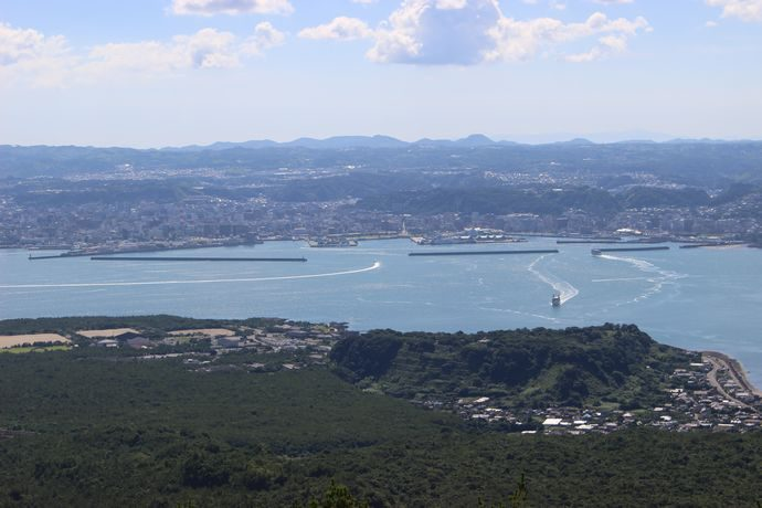 湯之平展望所から錦江湾と鹿児島市内を望む
