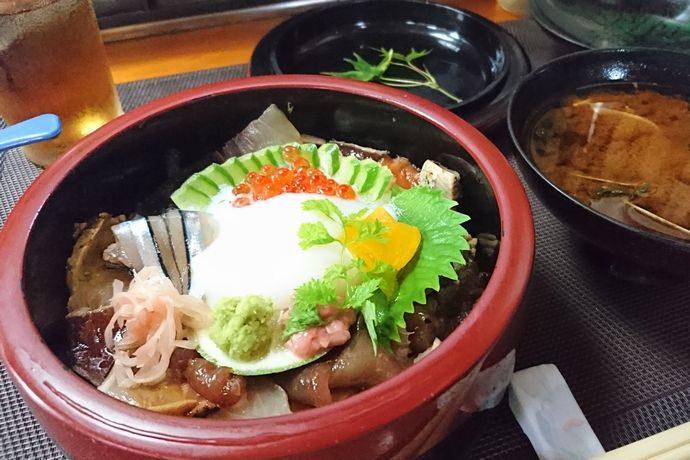 【指宿市】さつま味:創業40年をこえる老舗の海鮮系温たまらん丼