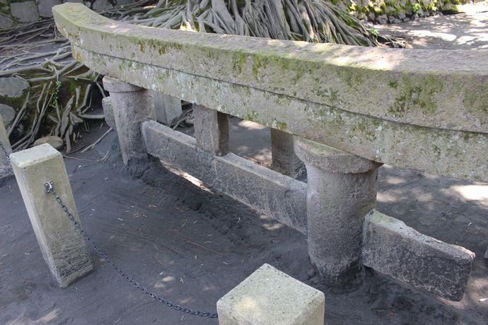 【鹿児島市黒神町】黒神埋没鳥居:桜島に今も残る大正大噴火の痕跡