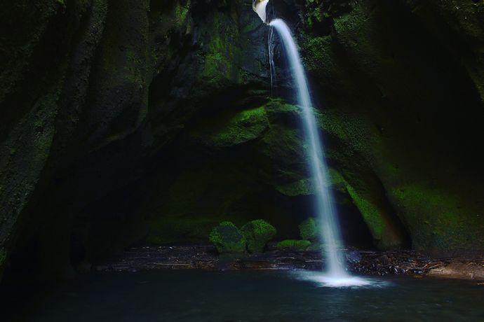 【薩摩川内市入来町】長野滝:洞窟と滝とのコントラストが美しい薩摩川内市入来町の隠れスポット