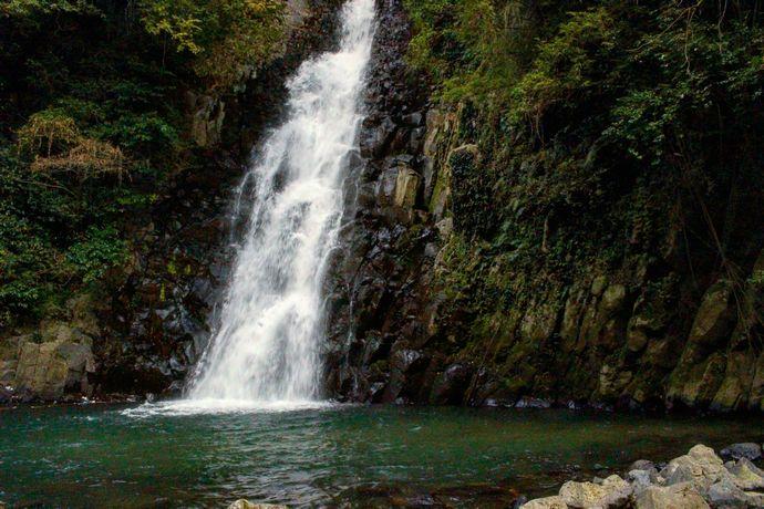 【姶良市加治木町】郷田滝(白糸の五反滝):県道55号線沿いにある加治木八景に数えられる滝