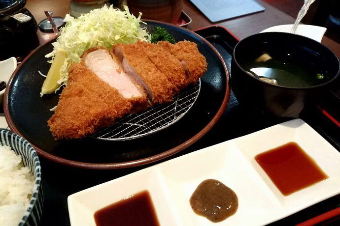 とんかつ川久:激ウマ黒豚とんかつに3種のソース?それともお塩?あなたのお好みは!?