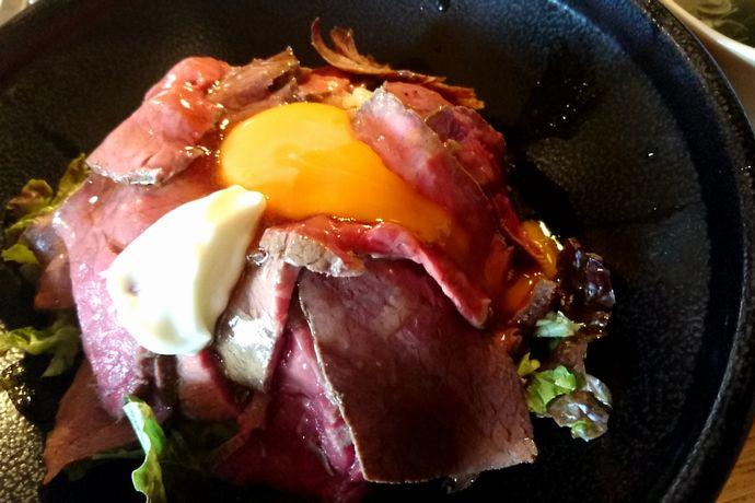 姶良市 やまさきの焼肉:桜島の名を冠した絶品ローストビーフ丼!