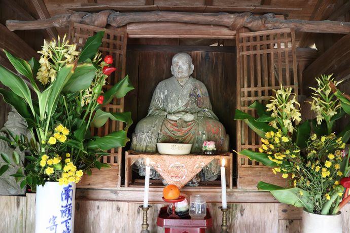 地域で今も守られるている「不二山香積寺跡」と「普峰京順和尚の木像」