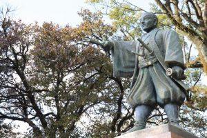 平田靱負像と薩摩義士の墓:宝暦治水事件とそのゆかりの地を訪ねて~鹿児島編~