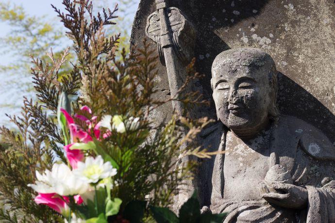 【さつま町】宗功寺公園:圧倒的な存在感を放つ九州一ともいわれる墓石群へ