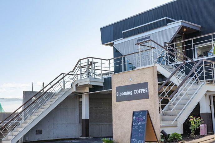 ブルーミングコーヒー(Blooming COFFEE)は高台にあります