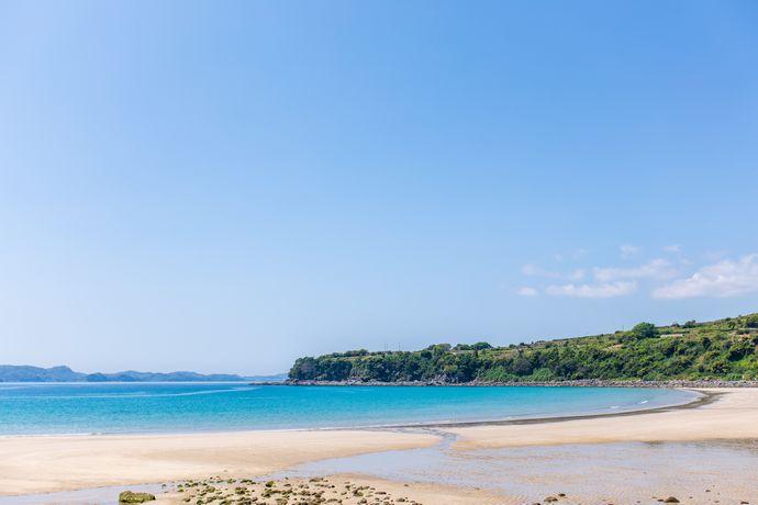 小浜海水浴場:長島を代表する浜は夏のキャンプの絶好スポット!