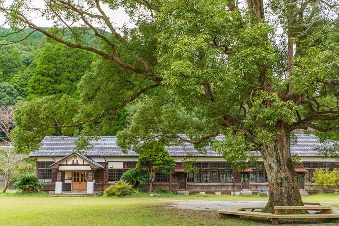 リバーバンク森の学校:旧長谷小学校跡の校庭で過ごすゆったりとした時間