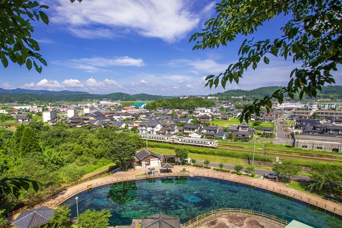 夏の湧水町観光:水のまちの美しい風景