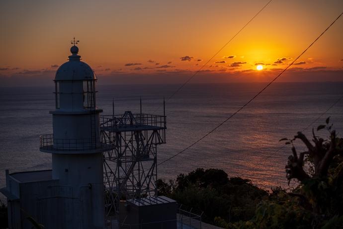 釣掛崎灯台:かつて異国船を監視した場所の静かな落陽に心が癒された【薩摩川内市 甑島列島】